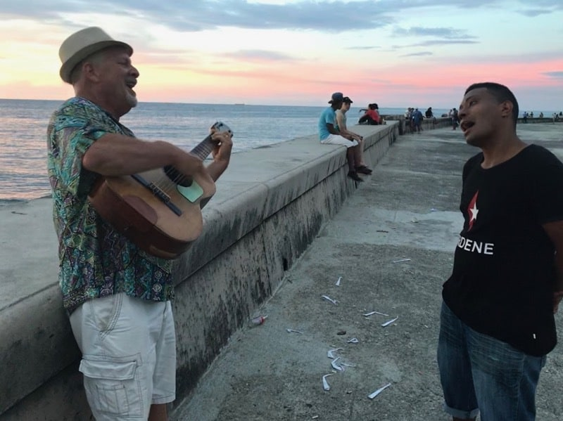 Mark borrowing a busker's guitar on the Malecón