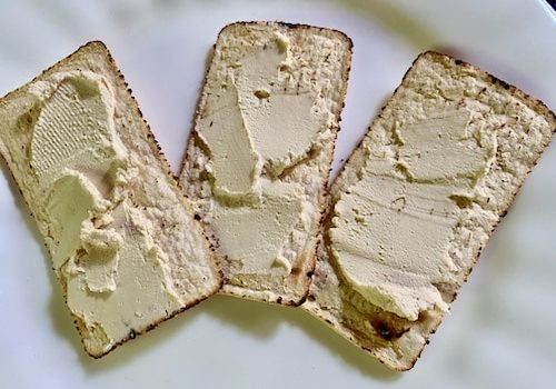 photo of vegan cream cheese on crackers